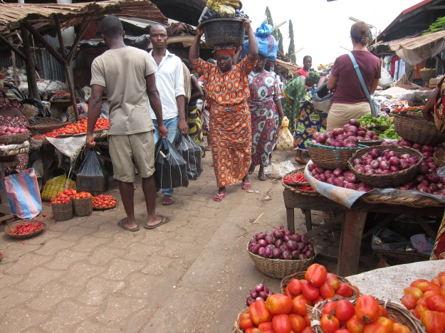 Market – onions, tomatoes, peppers